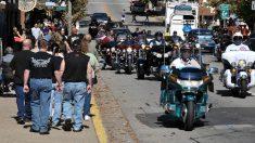 Una niña supera el miedo y deja atrás el pasado gracias a la protección de estos motociclistas