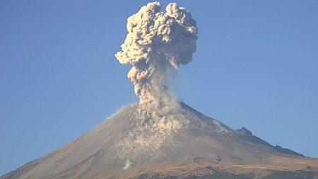 El volcán Popocatépetl sorprendió con 4 espectaculares explosiones en 24 horas