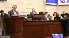 Lanzan ratas vivas contra senadores en Congreso colombiano en supuesto gesto anticorrupción