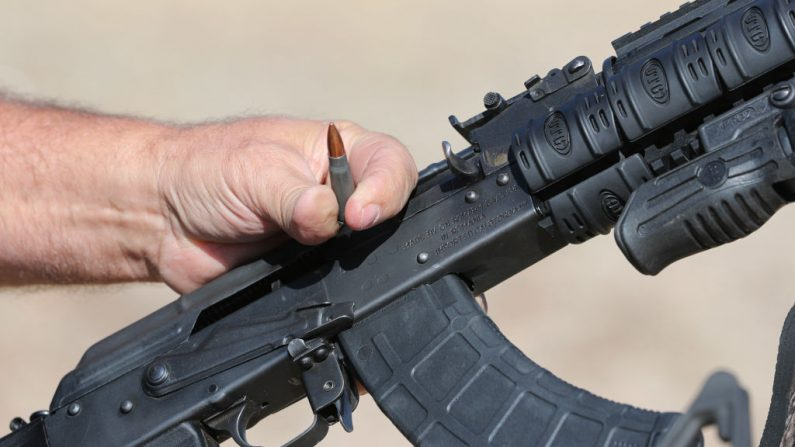 Rifle de asalto AK-47 el 25 de octubre de 2018 en Cedar City, Utah. (George Frey / Getty Images- Imagen de archivo)