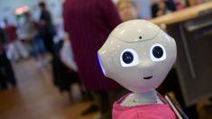 """Robot """"más avanzado"""" en foro de alta tecnología en Rusia resulta ser un humano disfrazado"""