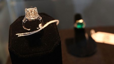 Encuentran en Londres a pareja que perdió anillo de compromiso en Nueva York