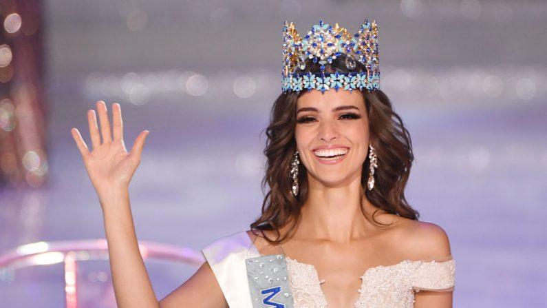 Miss México Vanessa Ponce de León saluda después de ganar la 68ª final del concurso Miss Mundo en Sanya, el 8 de diciembre de 2018. (GREG BAKER/AFP/Getty Imágenes)