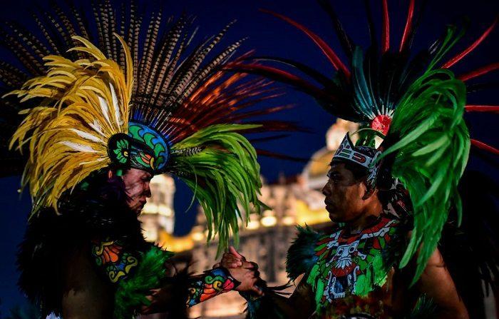 Los indígenas mexicanos participan en las celebraciones anuales en la Ciudad de México en diciembre de 2018. (Photo credit should read RONALDO SCHEMIDT/AFP/Getty Images)