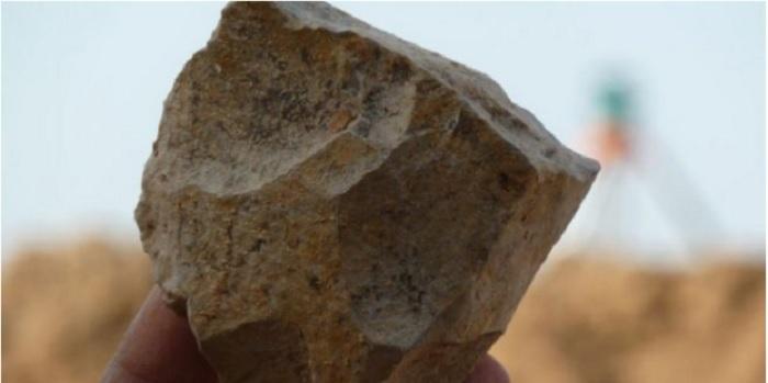 El análisis de herramientas de piedra y de huesos de animales hallados en el yacimiento argelino de Ain Boucherit ha demostrado que hace 2,4 millones de años ya había homínidos en el norte de África. EFE