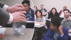Profesor da una gran lección de vida a sus alumnos con un frasco, pelotas de golf, arena y cerveza