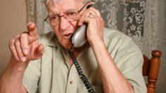 Padre anciano llama a su hijo y le dice que se está divorciando. La verdadera razón te hará reaccionar