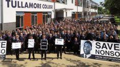 22.000 irlandeses detienen la deportación a Nigeria de un estudiante de 14 años y su familia