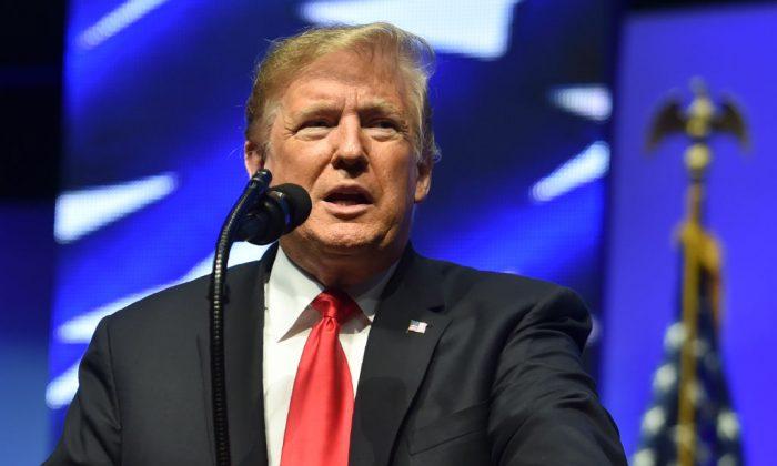 El presidente Donald Trump habla en la Convención de Futuros Agricultores de América en Indianápolis, Indiana, el 27 de octubre de 2018. (Nicholas Kamm/AFP/Getty Images)
