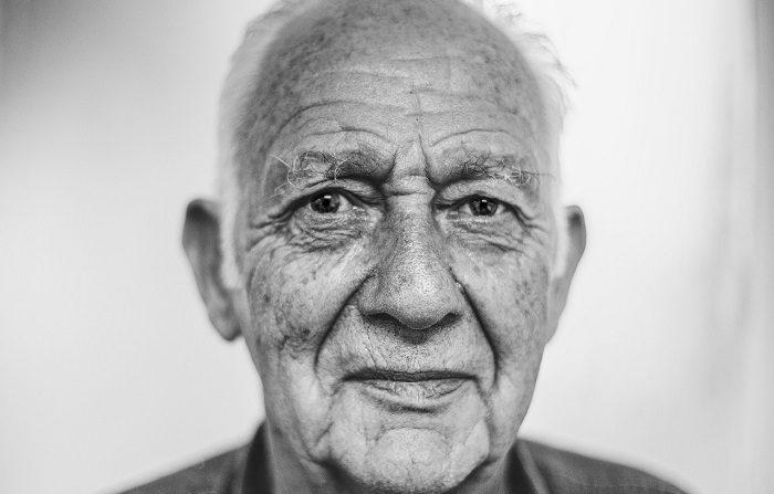 Científicos investigan sobre el envejecimiento prematuro en personas con sida. (CCO)