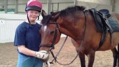 Este caballo hace de todo para que su dueña se acerque. ¡Su motivo es el más tierno del mundo!