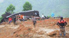 Aumentan a 15 los muertos por un corrimiento de tierra en Indonesia