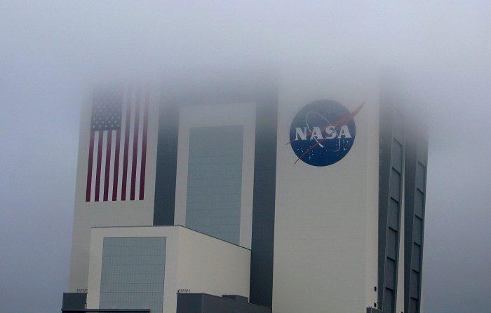 La NASA desveló hoy los primeros detalles concretos del objeto celeste más lejano jamás explorado por la Humanidad, Ultima Thule, situado en el cinturón de Kuiper a unos 6.500 millones de kilómetros de distancia del Sol, después de que la nave New Horizons lo haya sobrevolado esta medianoche EFE/Gary I Rothstein