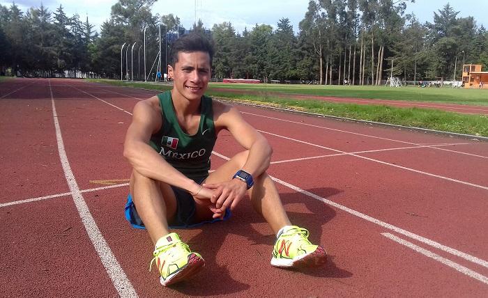 El mexicano Ever Palma, con un par de experiencias en Juegos Olímpicos, viajó hoy a Australia donde cumplirá un campamento de 40 días en el que se entrenará con varios de los mejores del ránking mundial de la caminata de 20 kilómetros. EFE/Gustavo Borges