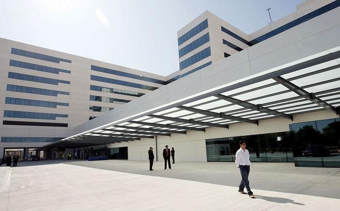 La mujer que resultó herida con quemaduras graves fue trasladada al Hospital La Fe de Valencia. EFE/Kai Försterling
