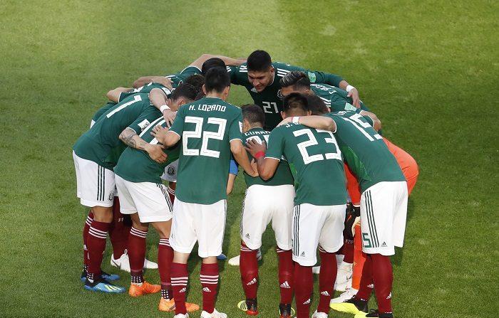 La selección mexicana de fútbol enfrentará a Chile, el 22 de marzo en San Diego, y a Paraguay, el 26 en Santa Clara, en sus dos partidos amistosos de la primera fecha FIFA del año, anunció hoy la Federación Nacional. EFE/EPA/ROMAN PILIPEY