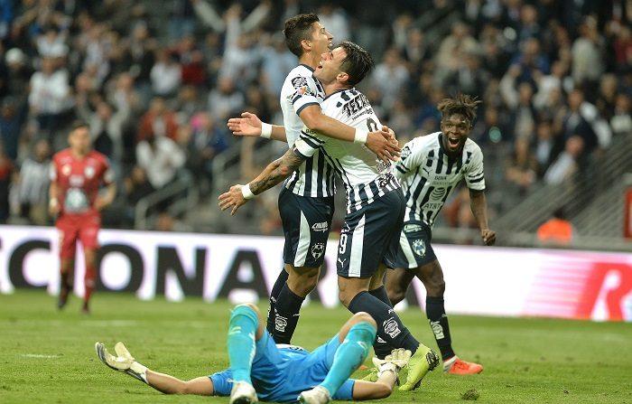 Los Rayados de Monterrey pasaron hoy por encima de los Tuzos de Pachuca del entrenador español Pako Ayestarán al derrotarlos por 5-0 en el debut de ambos cuadros en el torneo Clausura 2019 del fútbol mexicano. EFE/Miguel Sierra