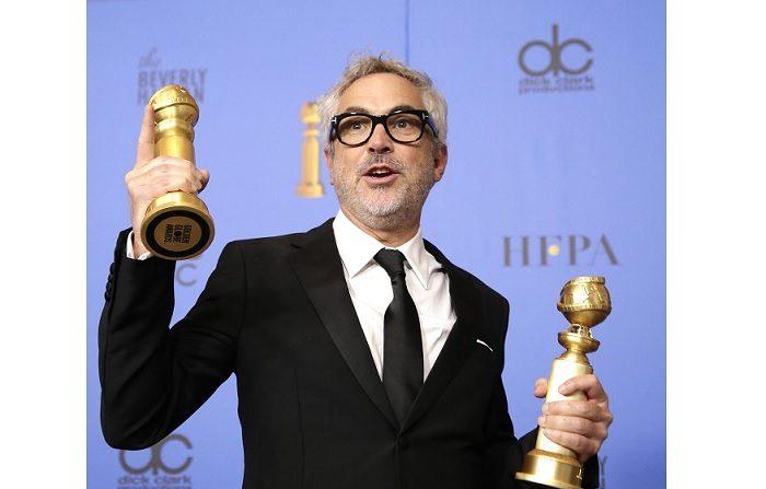 Alfonso Cuarón recibe en la sala de prensa los premios al Mejor Director - Película y Mejor Película - Idioma Extranjero para'Roma' durante la 76ª ceremonia anual de los Golden Globe Awards en el Hotel Beverly Hilton, en Beverly Hills, California, Estados Unidos. EFE/EPA