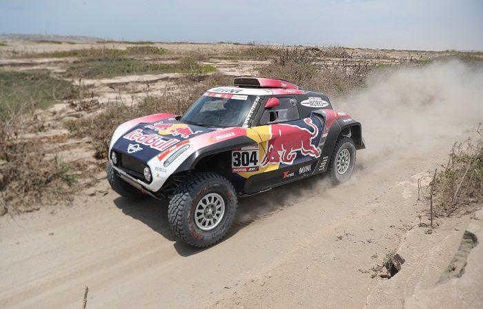 El francés Stephane Peterhansel conduce su vehículo Mini hoy durante la tercera etapa del Rally Dakar 2019 entre San Juan de Marcona y Arequipa (Perú). EFE/ Ernesto Arias
