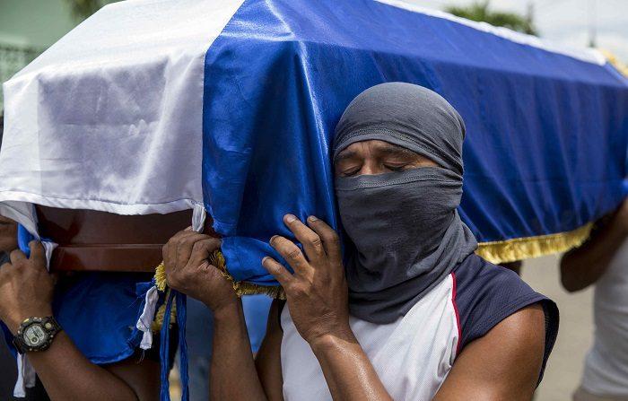Al menos 561 muertos y 4578 heridos deja la crisis sociopolítica que atraviesa Nicaragua desde el 18 de abril pasado, en el marco de las protestas contra el Gobierno del presidente Daniel Ortega, informó  la Asociación Nicaragüense Pro Derechos Humanos (ANPDH). EFE/Jorge Torres