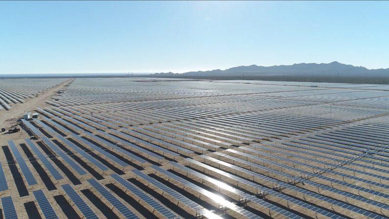 La empresa Acciona Energía terminó el montaje de una planta solar de más de un millón de paneles solares en el estado mexicano de Sonora, duplicando así su implantación fotovoltaica a escala global con 793 megavatios pico, se informó hoy. EFE