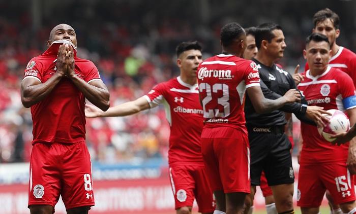 El centrocampista argentino Federico Mancuello aseguró hoy que el Toluca es uno de los equipos más grandes del fútbol mexicano y está ilusionado por su próximo debut con los Diablos en el torneo Clausura 2019. EFE/Jorge Núñez