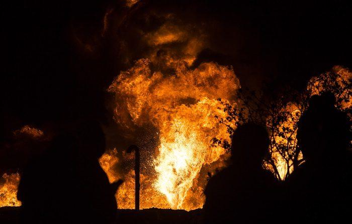 Una toma clandestina en un ducto de la empresa estatal Petróleos Mexicanos (Pemex) explotó este viernes en el central estado de Hidalgo con un saldo preliminar de 29 muertos y al menos 61 heridos. EFE/FRANCISCO GUASCO
