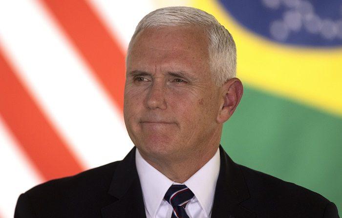 """El vicepresidente de Estados Unidos, Mike Pence, publicó hoy un vídeo en el que llama """"dictador"""" al presidente de Venezuela, Nicolás Maduro, y justo un día antes de la marcha convocada por la oposición le dice al pueblo de Venezuela: """"Estamos con ustedes"""".. EFE/Joédson Alves"""