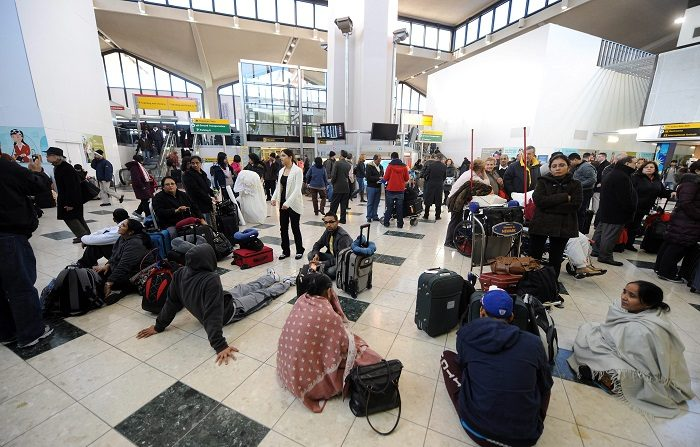 El aeropuerto internacional de Newark, en el estado de Nueva Jersey y muy cercano a Nueva York, suspendió este martes durante unos 30 minutos el tráfico aéreo tras la detección de un dron que volaba a gran altura a unos 22 kilómetros de la zona, informaron las autoridades.