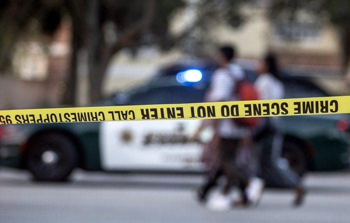 Al menos cinco personas murieron hoy durante un tiroteo en Sebring, en el centro de Florida, después de que un hombre se atrincherara en el lugar, informó la Policía local en conferencia de prensa. EFE/CRISTÓBAL HERRERA