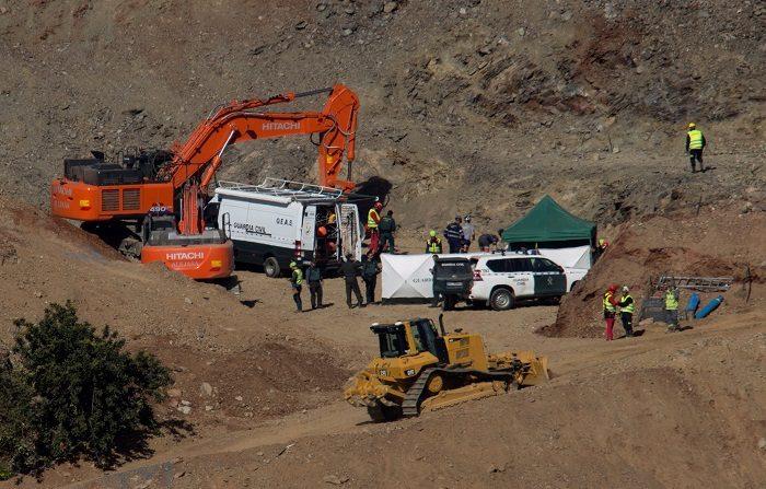 La Brigada de Salvamento Minero de Hunosa ha comenzado sus trabajos para entrar en el túnel desde el que intentarán rescatar a Julen, el niño de dos años que cayó a un pozo estrecho y profundo el pasado 13 de enero en Totalán (Málaga). EFE/Daniel Pérez