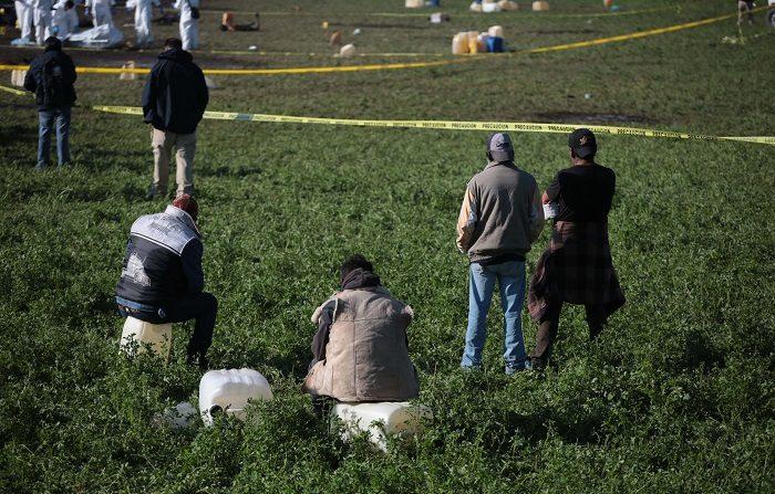 El número de muertos por la explosión acontecida el pasado viernes en México a raíz de una fuga en una toma clandestina de combustible se elevó a 109 mientras que el número de heridos se mantiene en 40, informó este viernes el Gobierno mexicano. EFE/Jorge Dan López