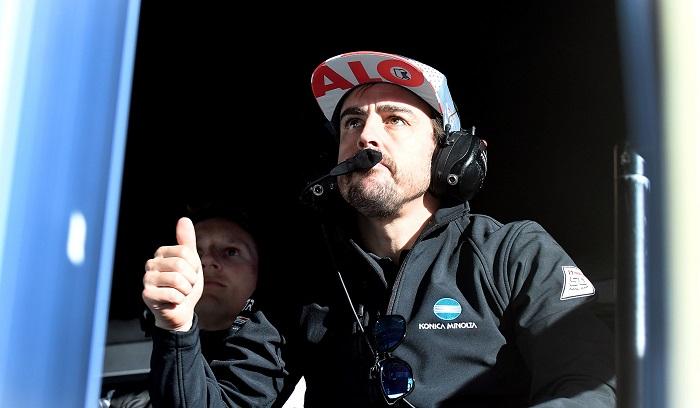 El piloto español Fernando Alonso del equipo Wayne Taylor Racing reacciona este jueves ante el buen tiempo logrado por su equipo en la sesión de clasificaciones para la competencia de prototipos Rolex 24 Horas, en la ciudad de Daytona Beach, Florida (EE.UU.). EFE/Gerardo Mora