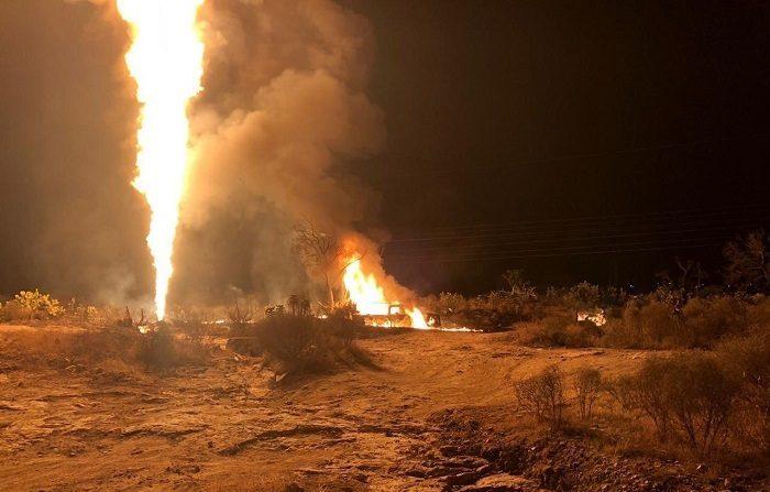 Un ducto de hidrocarburos explotó este lunes en la localidad San Agustín Tlaxiaca, estado mexicano de Hidalgo, sin que hasta el momento se tengan informes de heridos ni víctimas fatales, informó el gobernador, Omar Fayad. EFE