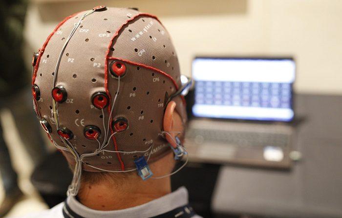 Neuroingenieros de la Universidad de Columbia, en Nueva York, han creado un sistema que traduce pensamientos en un discurso inteligible y reconocible. EFE/Alejandro García