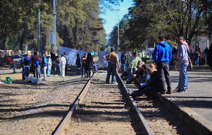 Profesores de la Coordinadora Nacional de Trabajadores de la Educación (CNTE) anunciaron hoy el desbloqueo de la red ferroviaria del occidental estado mexicano de Michoacán, tras 24 días de protestas. EFE