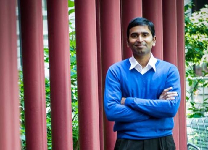El Dr. Suman vive feliz siguiendo el código de Verdad, Benevolencia y Tolerancia. (Crédito: foto cortesía de S. Srinivasan)