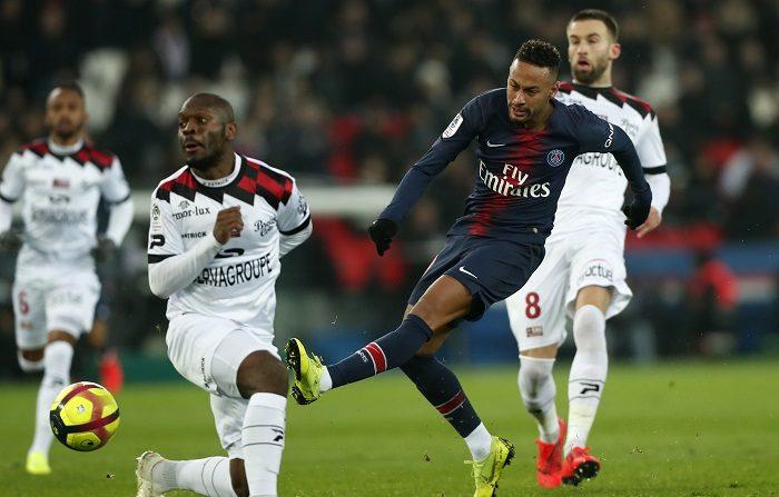 Neymar Jr de Paris Saint Germain en acción durante el partido de la Ligue 1 entre Paris Saint Germain (PSG) y EA Guigamp en París, Francia, 19 de enero de 2019. (Francia) EFE/EPA/IAN