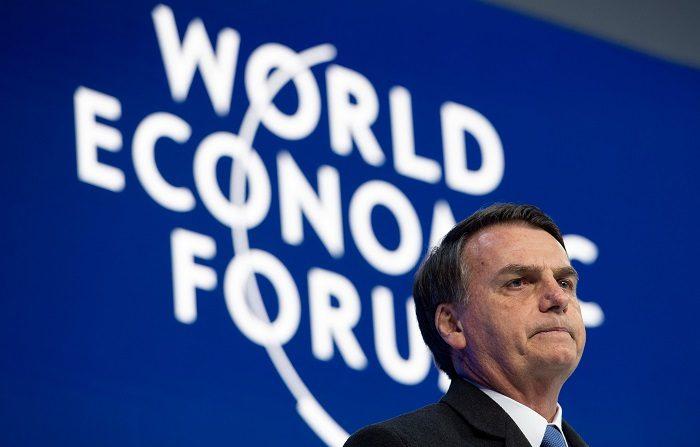 El presidente de Brasil, Jair Bolsonaro, pronuncia un discurso durante la jornada inaugural del 49º Foro Económico Mundial de Davos (Suiza). EFE/GIAN EHRENZELLER