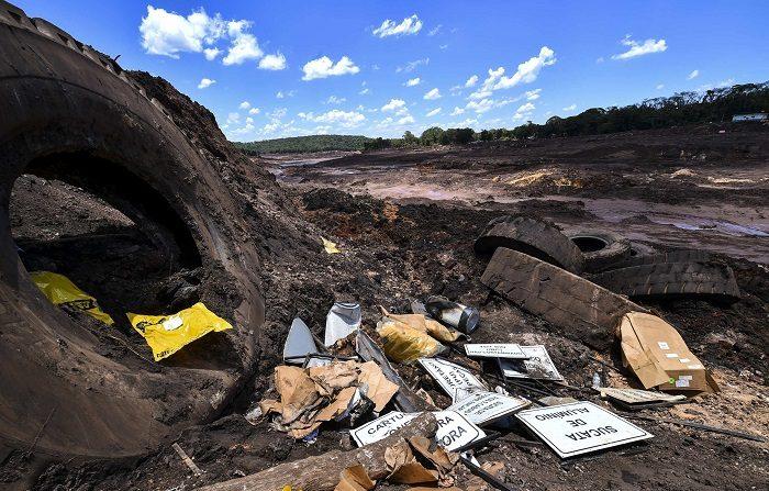 Vista este miércoles de los desastres causados por la ruptura de una represa de Vale, en Brumandinho (Brasil). Más de 84 muertos, 276 desaparecidos y 125 hectáreas de bosque arrasado, 300 hombres retomaron las búsquedas de víctimas en la localidad de Brumadinho, al sudeste de Brasil y donde la ruptura de una presa de una mina de hierro de la compañía Vale causó una tragedia que ha dejado hasta ahora EFE/ Yuri Edmundo