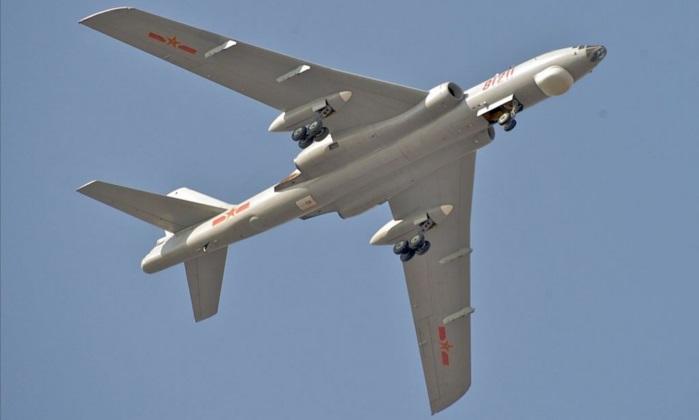Un Xian H-6, el tipo de bombardero destinado para lanzar el nuevo MOAB de China. (Kevin McGill/Flickr[CC BY-SA-2.0 (ept.ms/2utDIe9)])