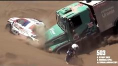 El violento choque entre un camión y un auto en el Dakar: piloto se salvó de ser arrollado