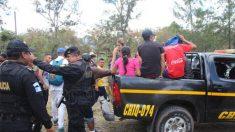 Cientos de migrantes hondureños rompen cerco policial de Guatemala e ingresan ilegalmente al país