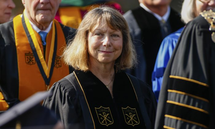 Jill Abramson, exeditora ejecutiva del New York Times, durante la ceremonia de graduación de la Universidad Wake Forest en Winston Salem, Carolina del Norte, el 19 de mayo de 2014. (Chris Keane/Getty Images)