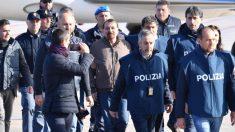 El terrorista de izquierda Cesare Battisti ya está en Italia para cumplir cadena perpetua