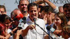 El jefe de la Asamblea Nacional, Juan Guaidó, jura como Presidente de Venezuela