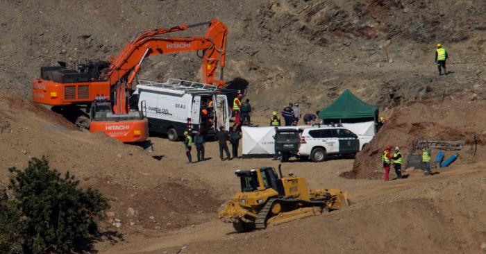La Brigada de Salvamento Minero de Hunosa comenzó sus trabajos para entrar en el túnel desde el que intentarán rescatar a Julen, el niño de 2 años que cayó a un pozo estrecho y profundo el pasado 13 de enero en Totalán (Málaga). EFE