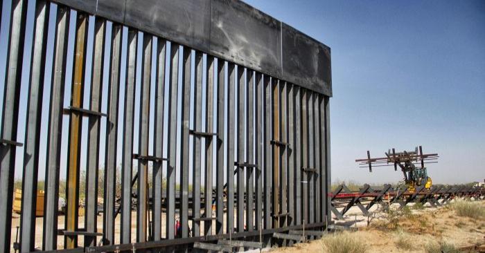 Construcción de aproximadamente 32 kilómetros del muro fronterizo por orden del Presidente Donald Trump en la frontera entre Ciudad Juárez, estado de Chihuahua, México y Santa Teresa, Estado de Nuevo México, el 17 de abril de 2018. (Herica Martinez/AFP/Getty Images)