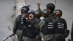 Guardia venezolana quita archivos a fotógrafo que cubría protesta por arresto de militares sublevados