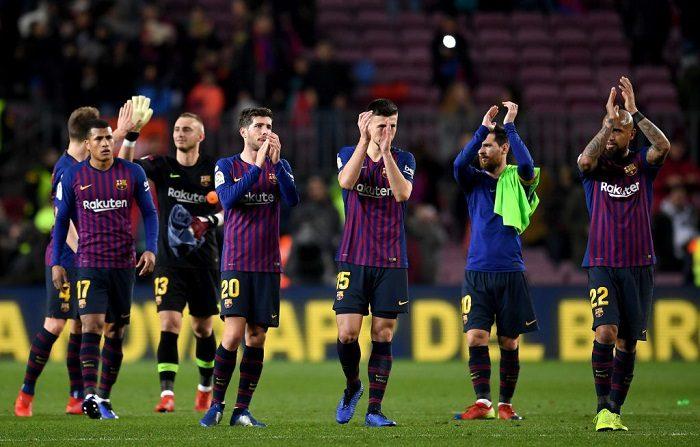 Los jugadores del FC Barcelona celebran después del pitido final en el partido de octavos de final de la Copa del Rey entre el FC Barcelona y el Levante en el Nou Camp en Barcelona, España. (Foto de David Ramos/Getty Images)
